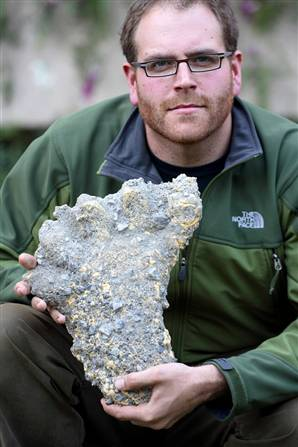 Josh Gates Finds Yeti Prints Near Everest